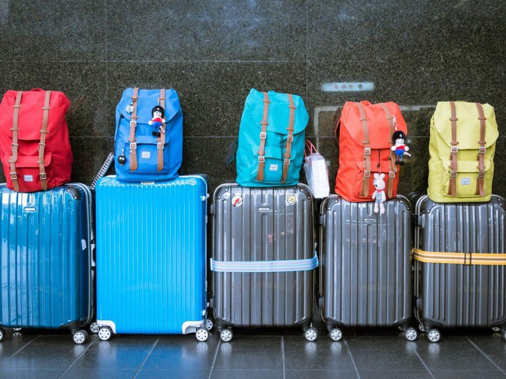 Υπηρεσίες μεταφοράς από και προς αεροδρόμιο – λιμάνι – σταθμούς