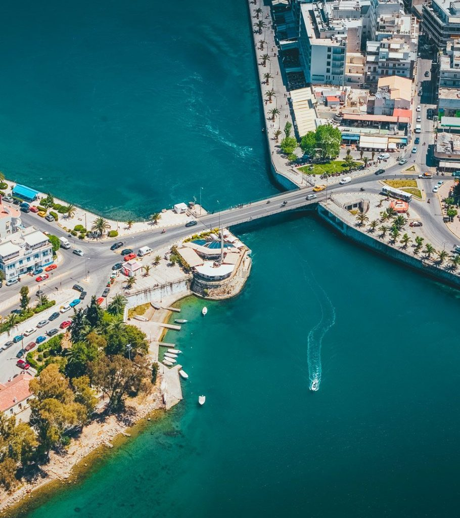 1_below-the-old-bridge-linking-chalkida-with-the-mainland-youll-witness-something-that-happens-nowhere-else-in-the-world