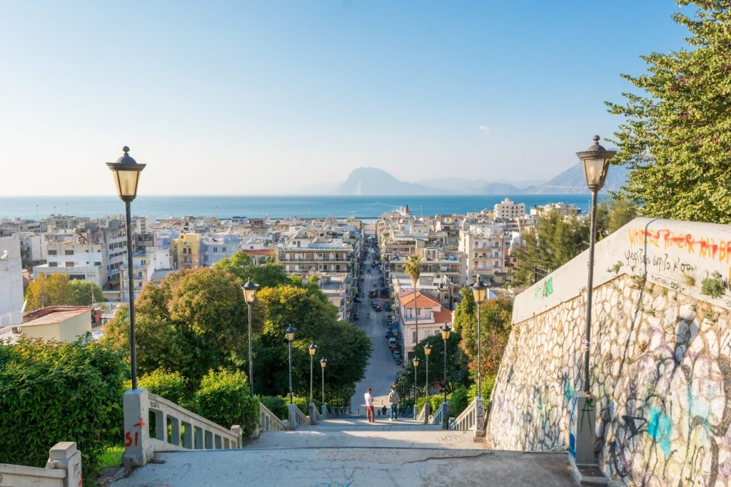 123RF_33722909_xxl_-View-of-the-city-centre-of-Patras-from-castle-hill-1-e1508838478186